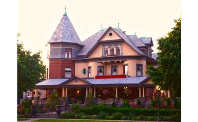Saratoga inns bed and breakfast listings on for Luxury hotels in saratoga springs ny