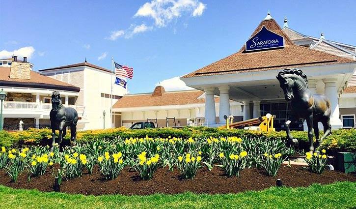 exterior of saratoga casino hotel